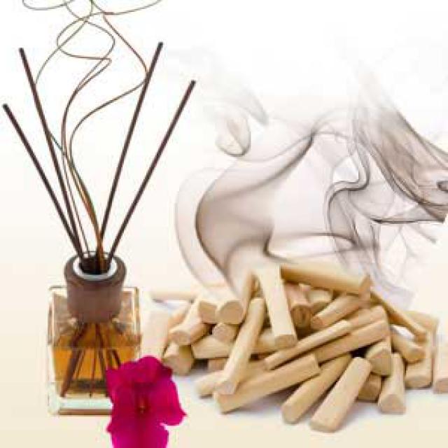 Olejek zapachowy - Sacred Sandal (Delikatne drzewo sandałowe) - do produkcji świec, mydła, kremów, balsamów, toników i innych kosmetyków