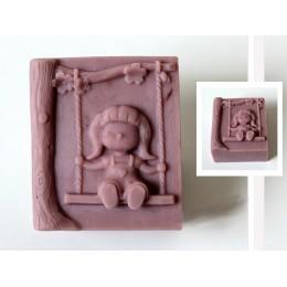 Forma silikonowa - Dziewczynka na huśtawce - do wyrobu mydła, świec i odlewów