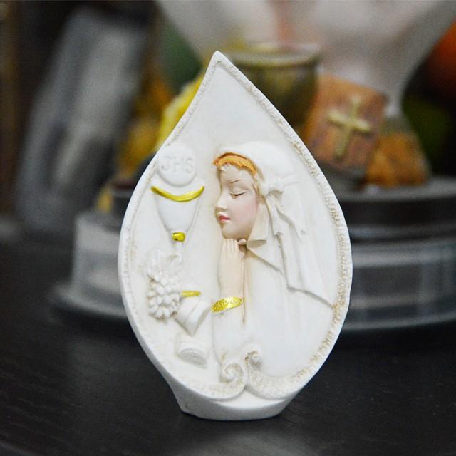 Forma silikonowa - Pierwsza komunia - dziewczynka modli się - do wyrobu mydła, świec i odlewów