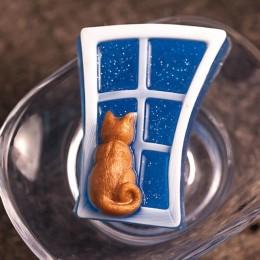 Kot na oknie