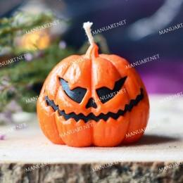 Mała straszna dynia na Halloween